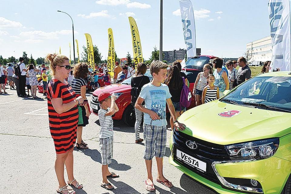 Автоваз организовал выставку автомобилей для детей