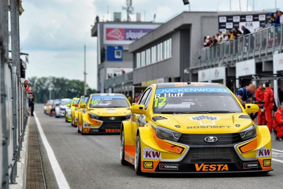 Только два болида LADA Vesta ТС1 примут участие в предстоящей гонке WTCC