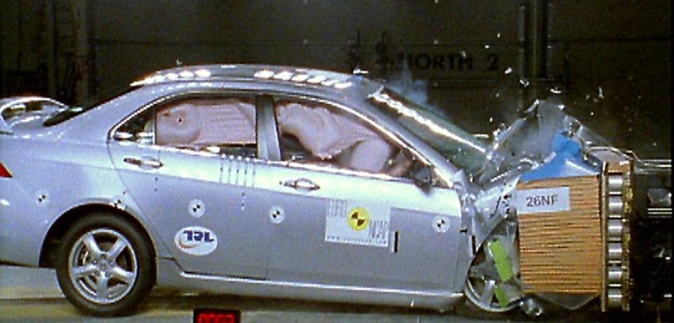 Испытание Лады Vesta на краш-тестах
