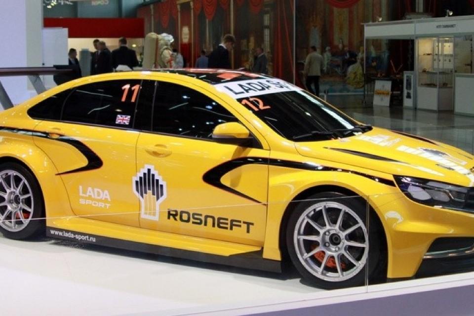 Концепт LADA Vesta WTCC демонстрируется с Сочи