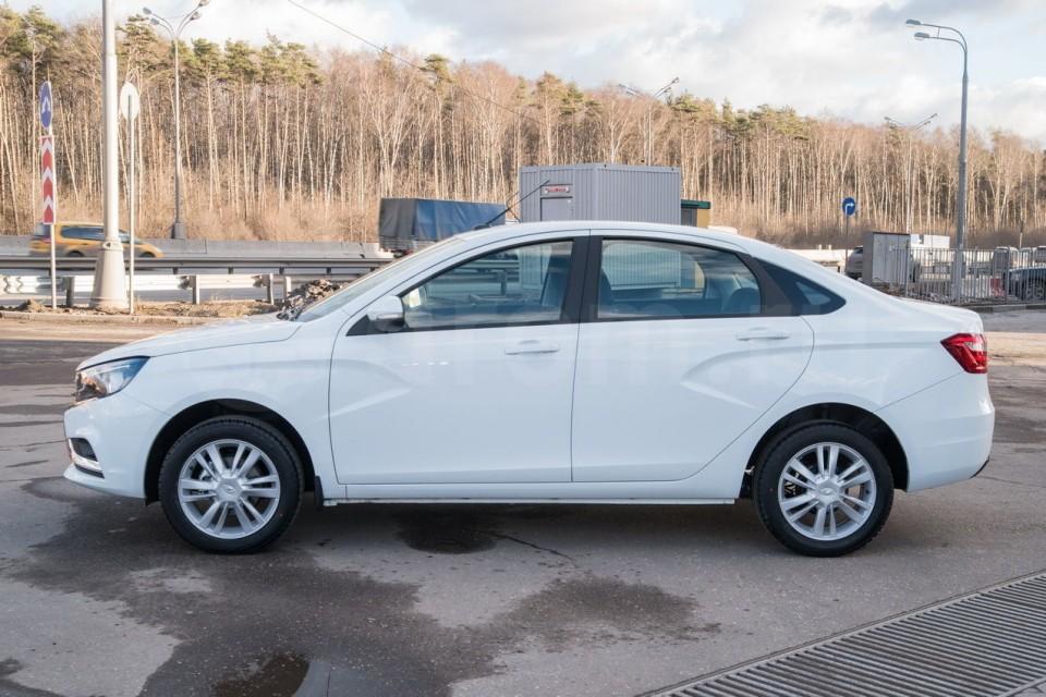 В Казахстане проданы первые модели LADA Vesta и LADA XRAY