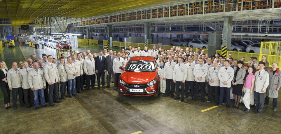 Юбилейная LADA Vesta покинула заводской конвейер