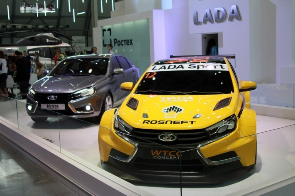 LADA Vesta и LADA Vesta WTCC на выставке «ИННОПРОМ 2015»